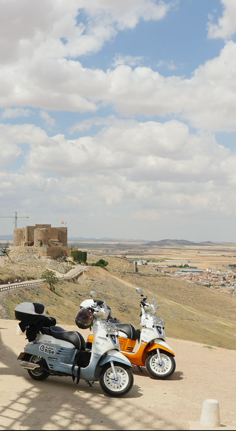 Clémence and Lisa left Paris on the most beautiful roads in the south towards Morocco. They crossed with their scooter Django the famous road of Don Quixote in Spain. A discovery that will remain without doubts among the most beautiful of their adventure.